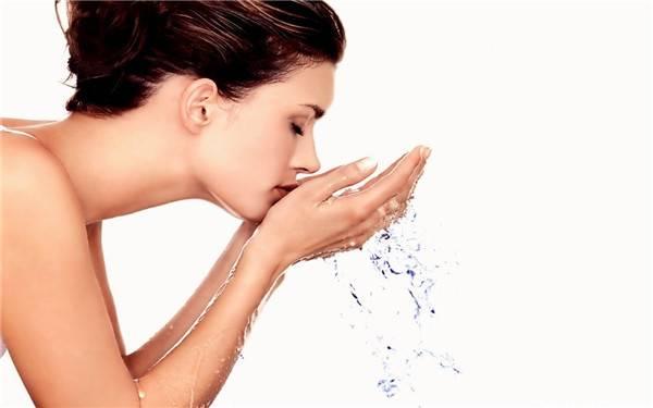 皮肤太干燥补水最好的方法如下