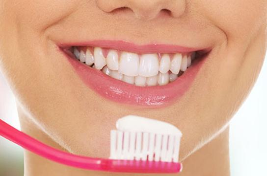 日常生活美白牙齿的有效方法