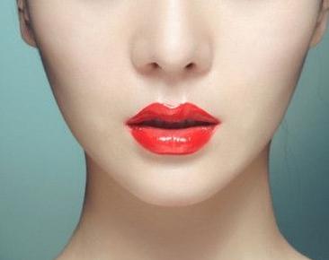 自体脂肪丰唇的后遗症