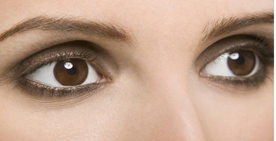 双眼皮手术后怎么冰敷